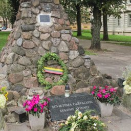 museum of genocide victims in vilnius lithuania outside artwork and memorials-3-min
