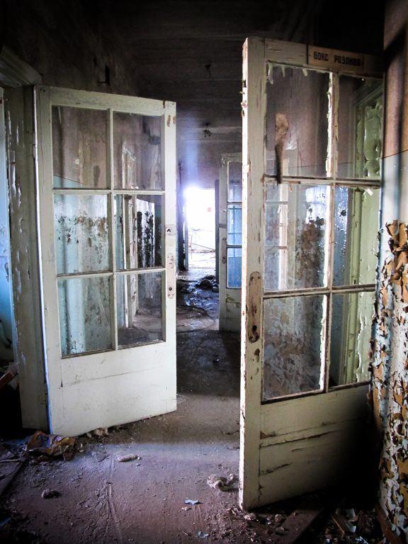 больницы Красного Креста Днепропетровск, or the abandoned Red Cross Hospital in Dnipro, Ukraine