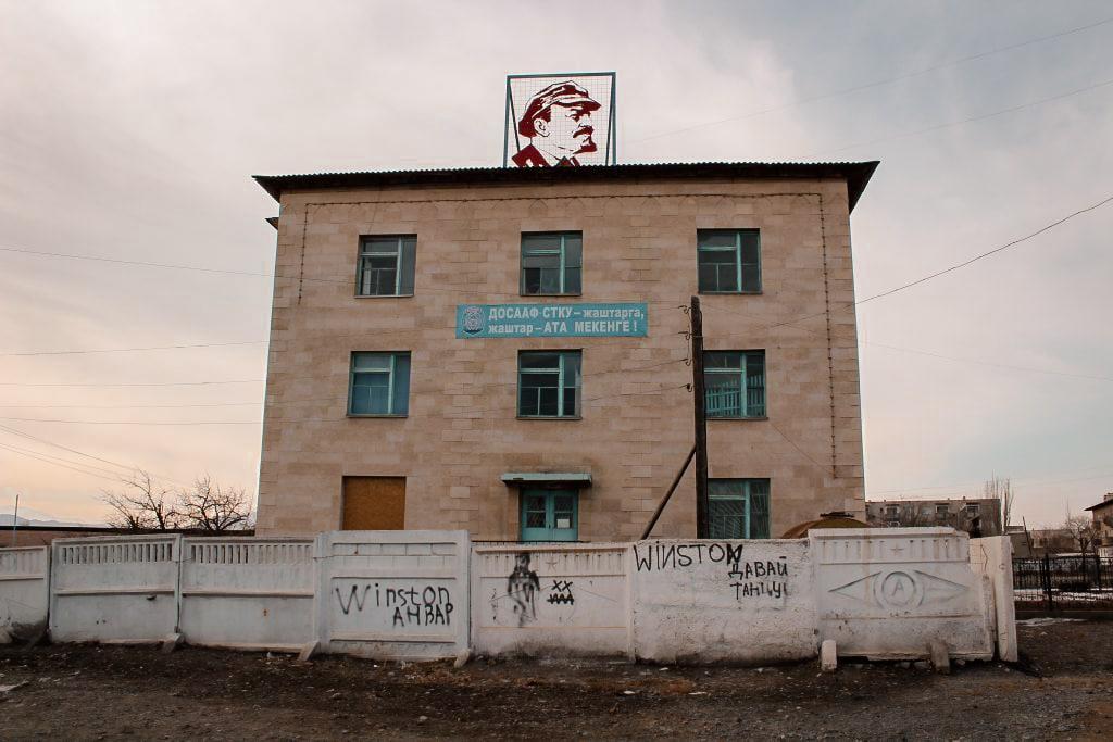 balykchy, kyrgyzstan on issyk-kul lenin on a building
