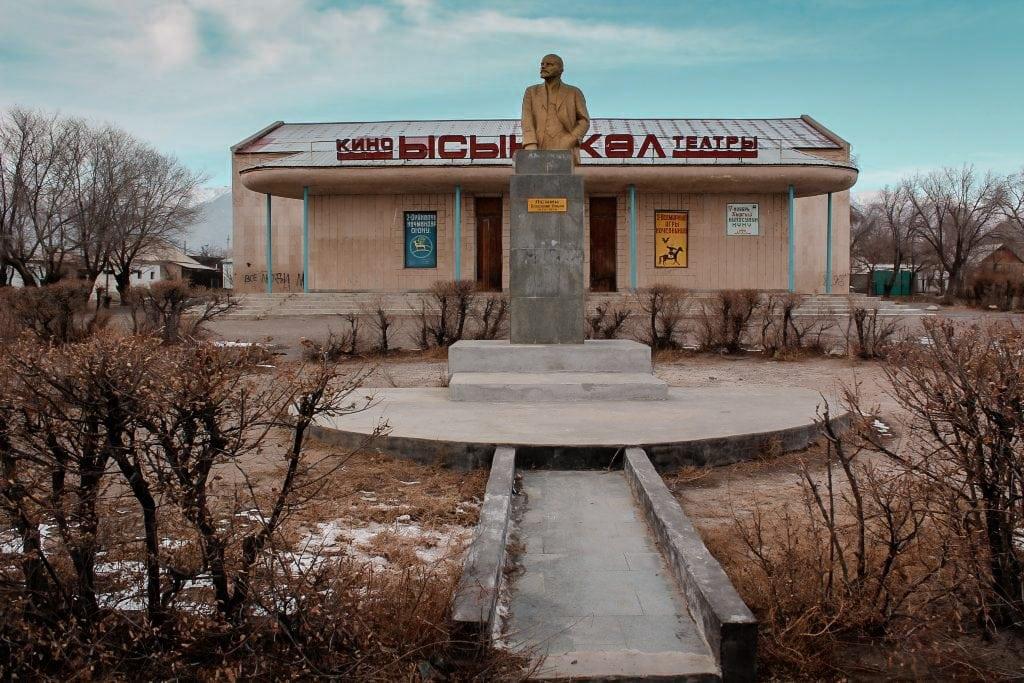 balykchy, kyrgyzstan on issyk-kul lenin statue
