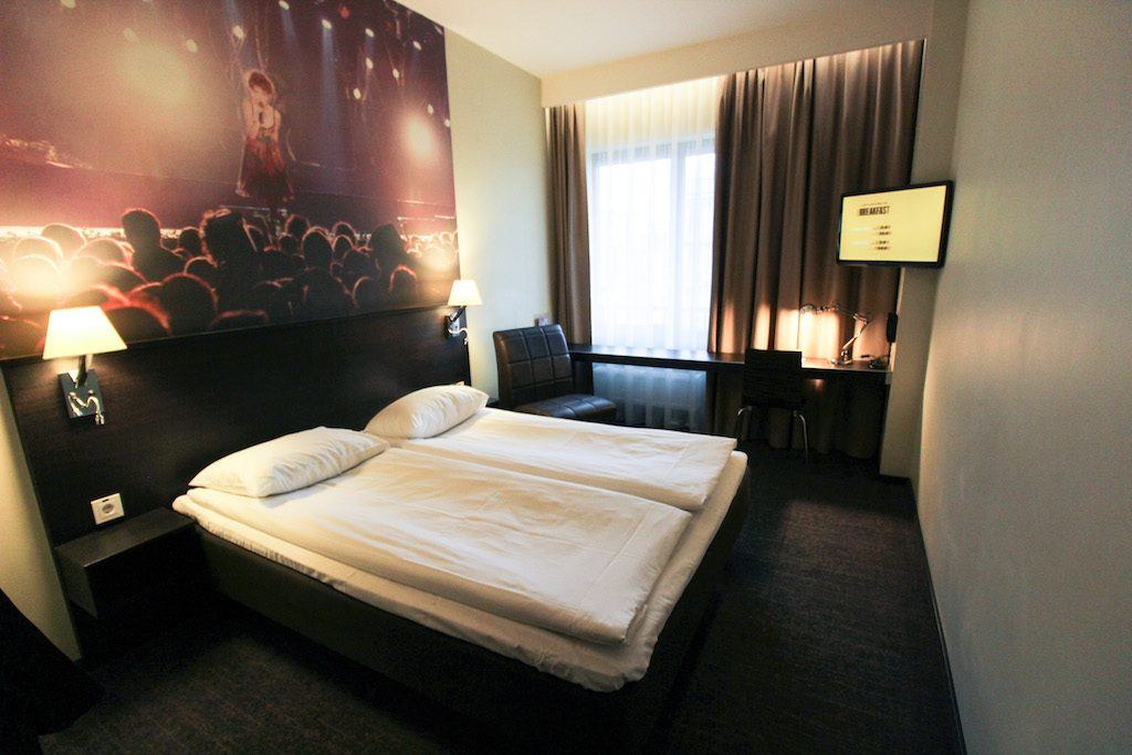Comfort Hotel LT: Rocking with the Coolest Hotel in Vilnius, Lithuania room and bed