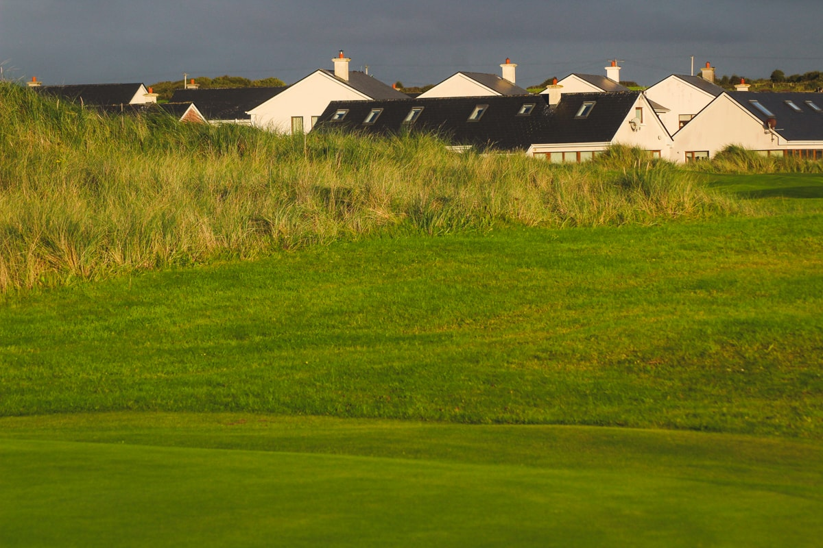 enniscrone golf club at dusk
