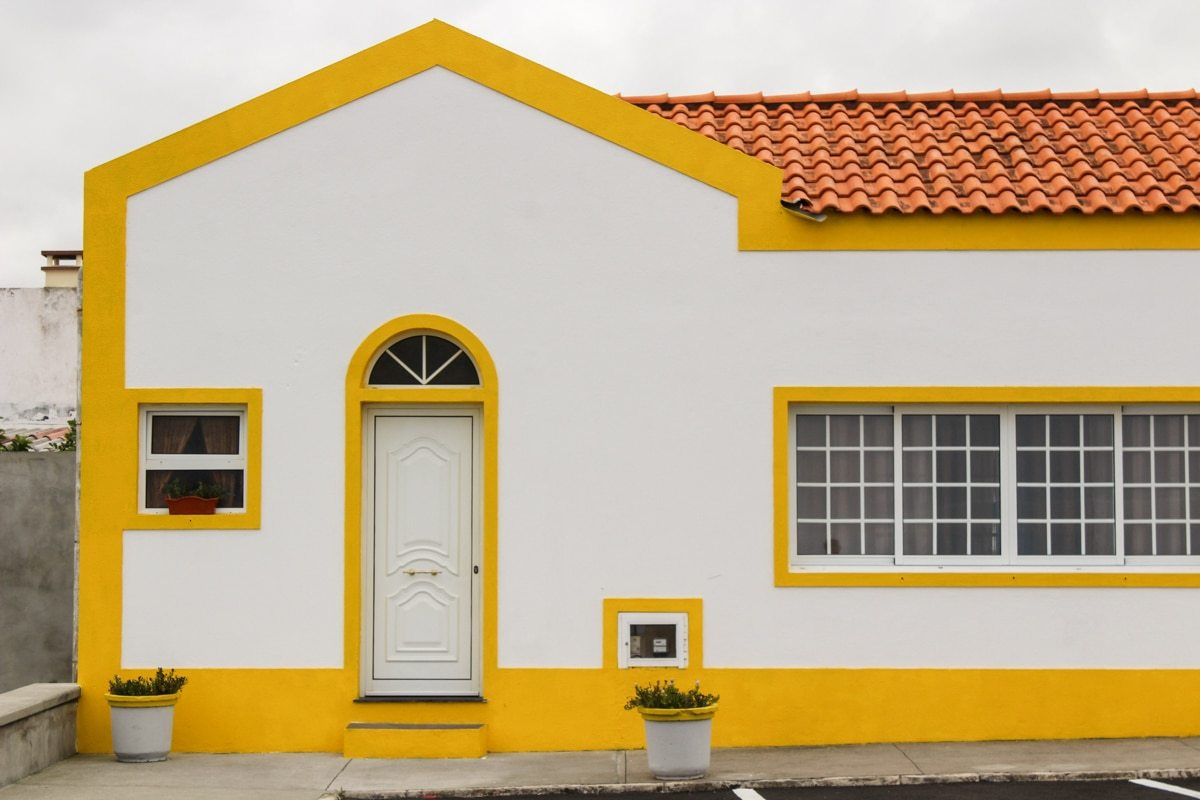 white and yellow house in capelas on sao miguel in the azores