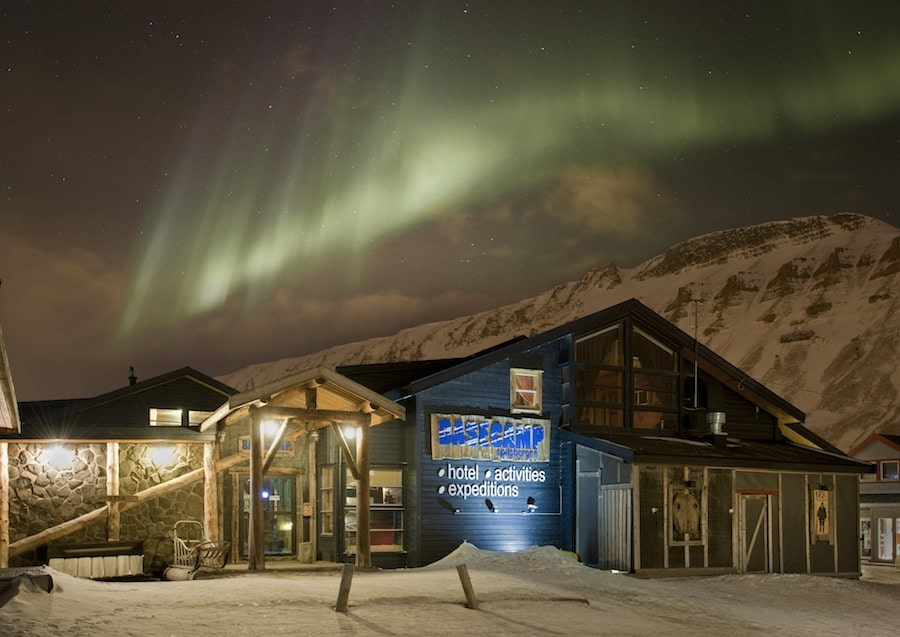 Basecamp_Hotel_Outside_Northernlights-min