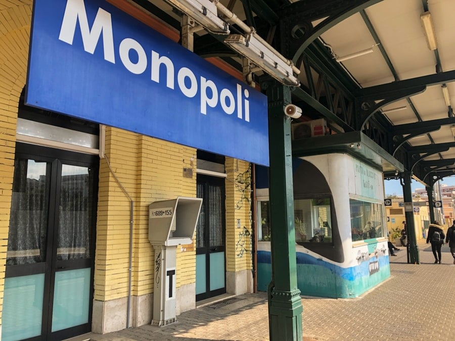 Getting from Bari to Monopoli in Italy by Trains-2-min