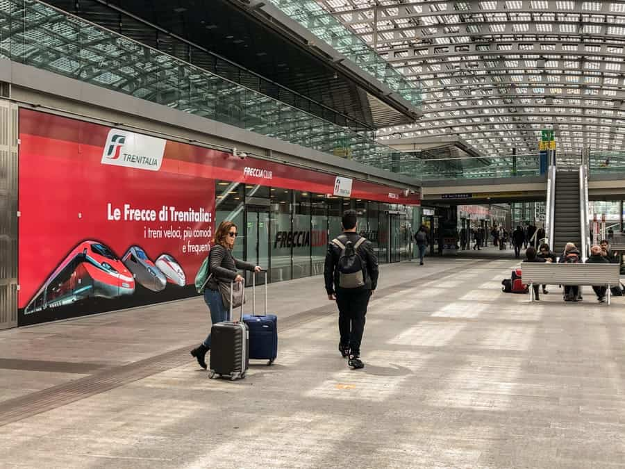 Torino Porta Susa Train Station Italy / How to get from Turin to Milan