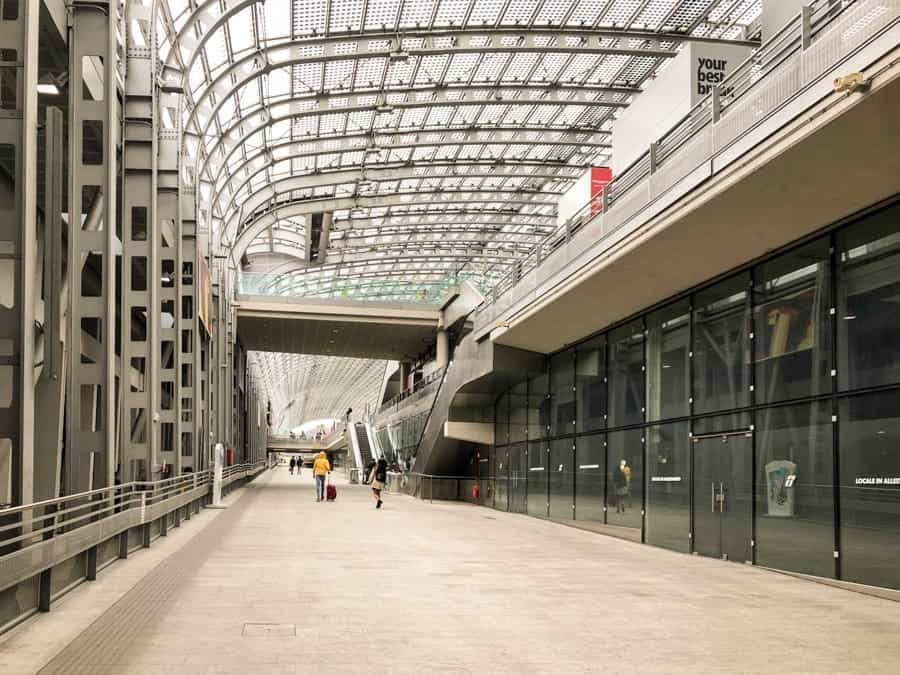 Torino Porta Susa train statin in Turin, Italy / How to get from Milan to Turin by Train