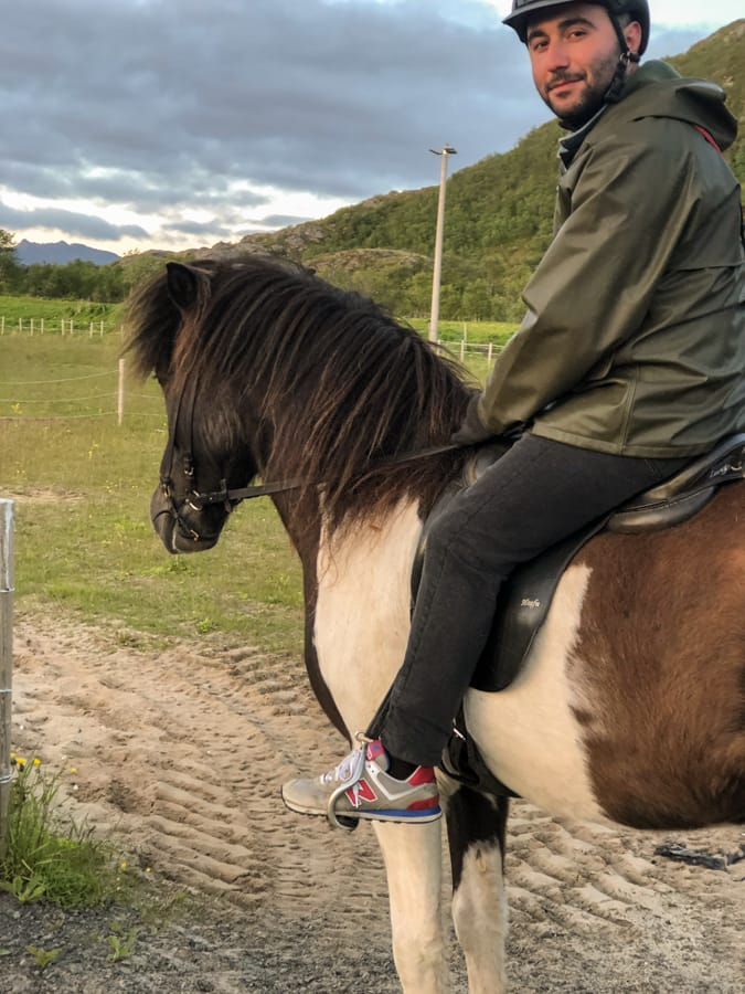 beginner horseback riding loften islands