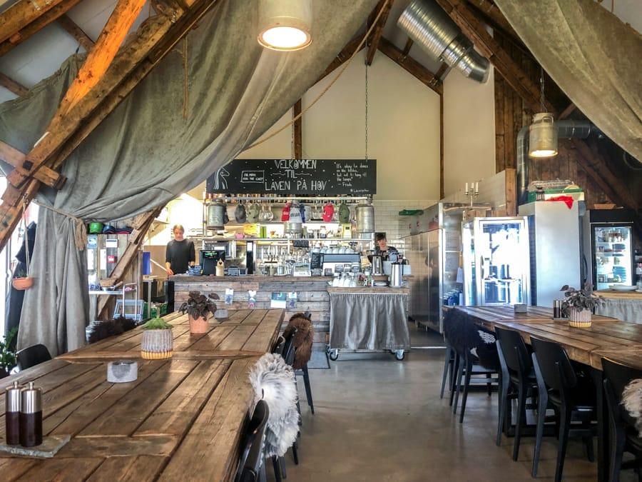 restaurant låven in lofoten gimsoy