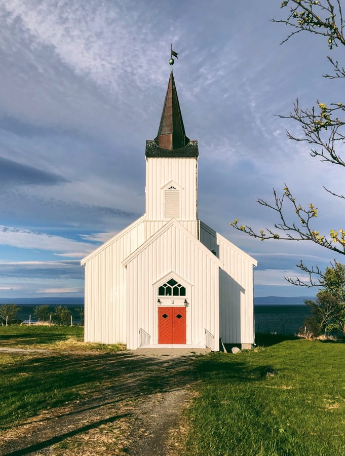 A church that is located near Olderfjord