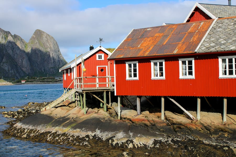 Reine Rorbuer: Best Rorbuer in Lofoten: 5 awesome Lofoten Rorbuer you should book for your trip! Lofoten Cabins / Lofoten Rorbu / Where to stay in the Lofoten Islands