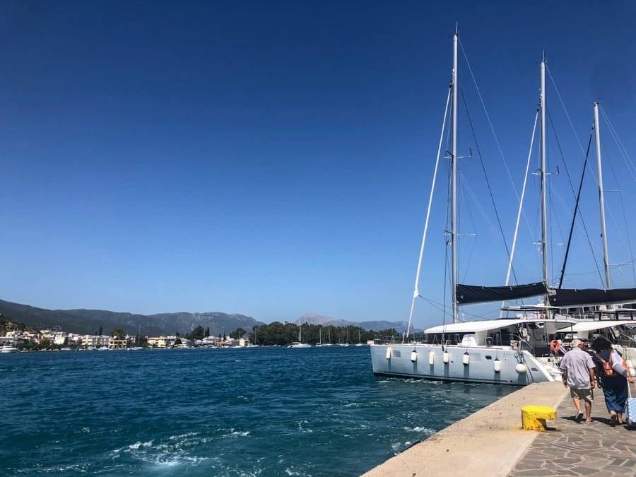 How to get the Athens to Poros ferry from Piraeus