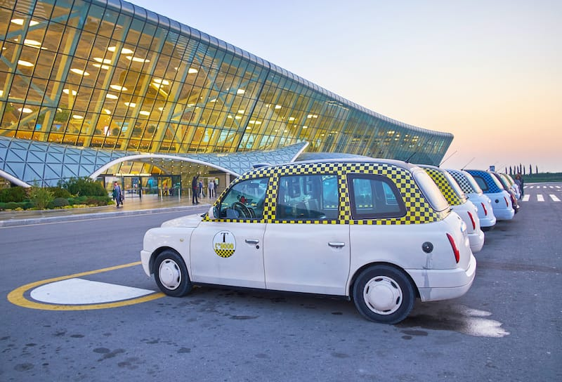 how to take a taxi in baku