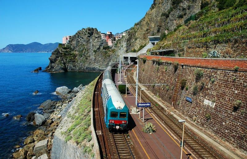 trains in cinque terre italy