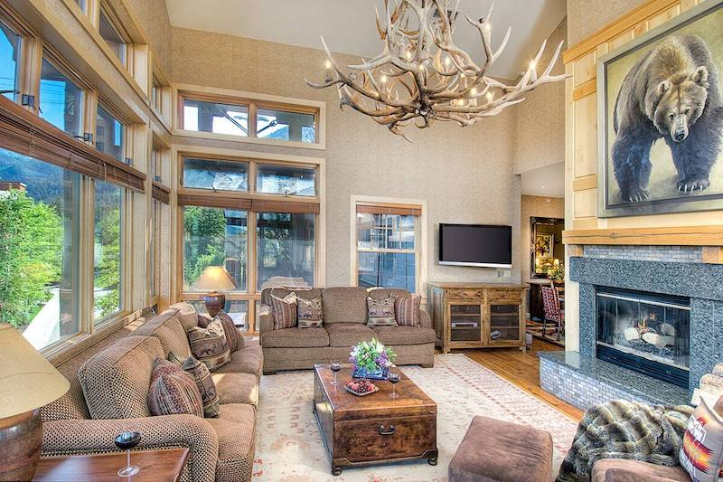 Luxury Cody House Airbnbs in Grand Teton National Park