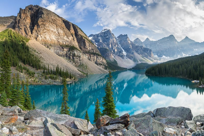Moraine Lake in Banff Canada - facts about the Rocky Mountains