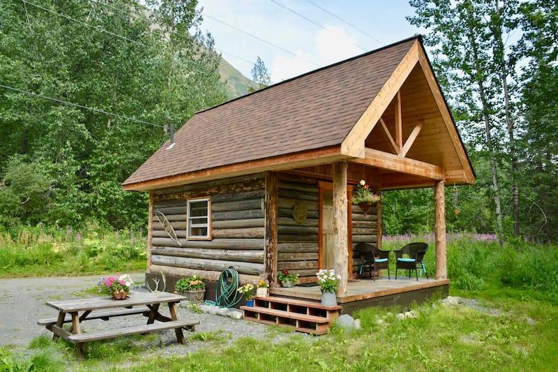 Bear-Cub-Cabin-in-Seward-Alaska