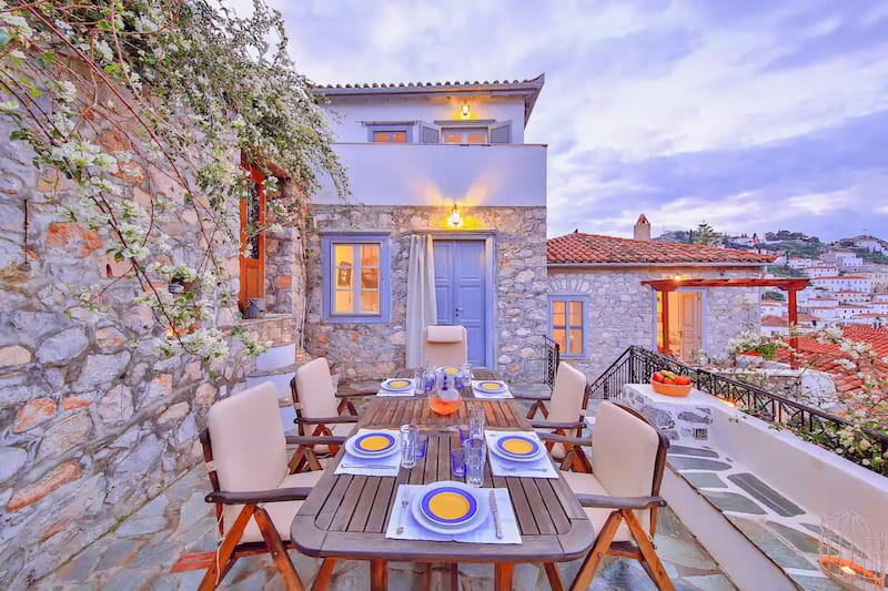 The Maisonette - View Historic Hydra in Comfort