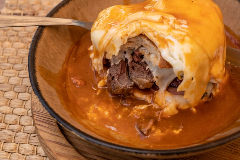 Francesinha with cheese