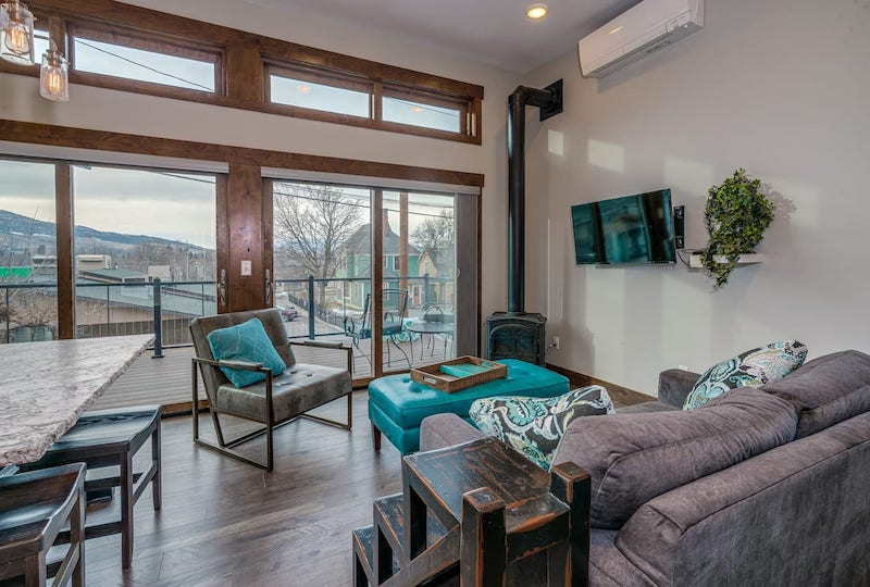 Best Airbnbs in Missoula, MT // Downtown 1BR/Cook's Kitchen - Balcony - Hot Tub
