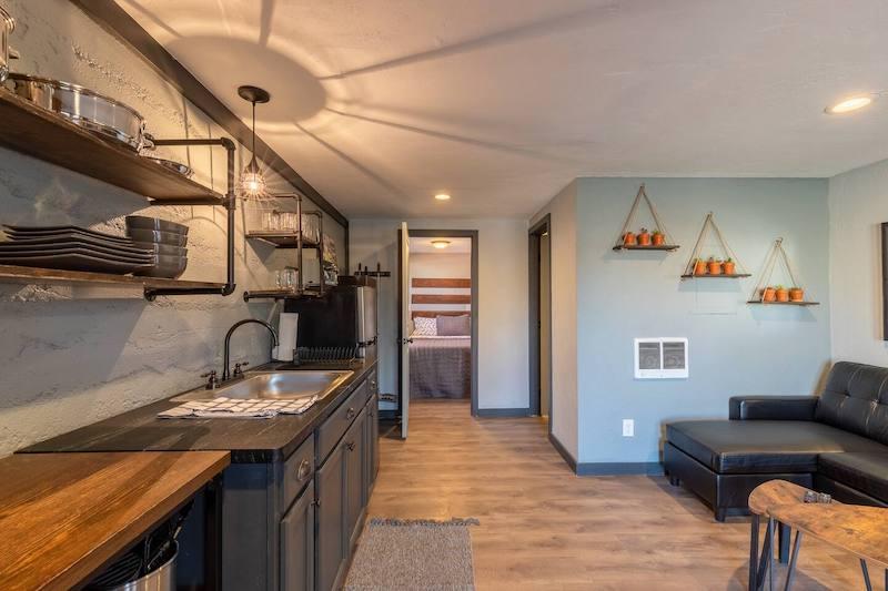 Downtown Airbnb Prescott Cottage