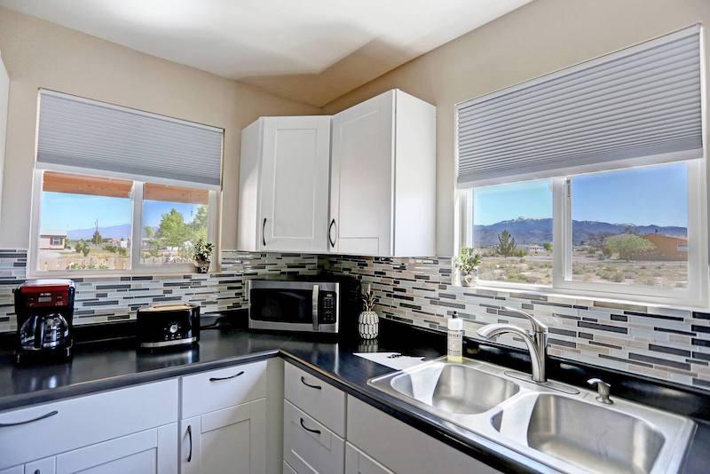 Entire Guesthouse Between Death Valley & Las Vegas
