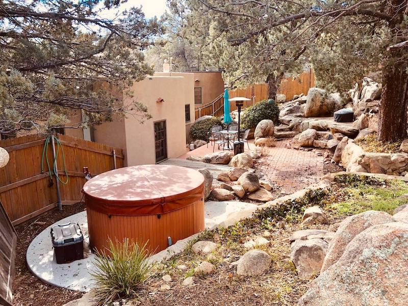 Frankie's Mile High Cottage - Hot Tub + Yard