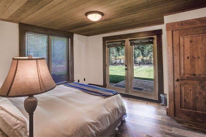 MTNLUX Guest House Sauna & Hot Tub