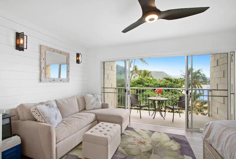 Best Airbnbs in Oahu - Makaha Beach and Surf Studio