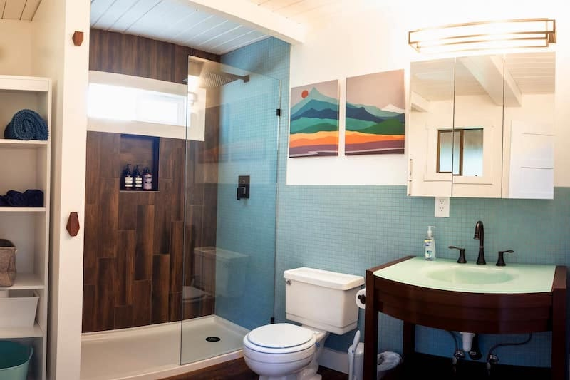 Mt Rainier Cabin WiFi, Hot Tub, Near National Park