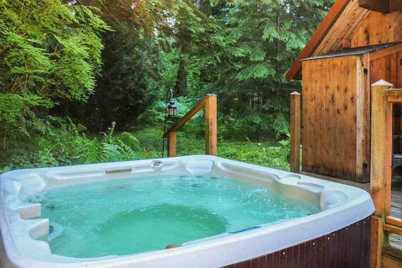 Rainier Cabin-Hot Tub:Sauna & Wood Stove 6