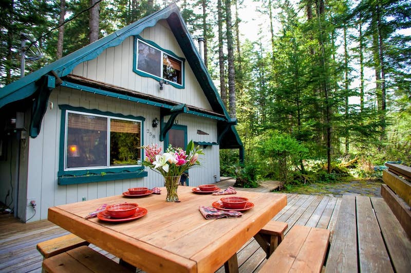 Rustic Cabin in the Woods (Hot Tub + BBQ)