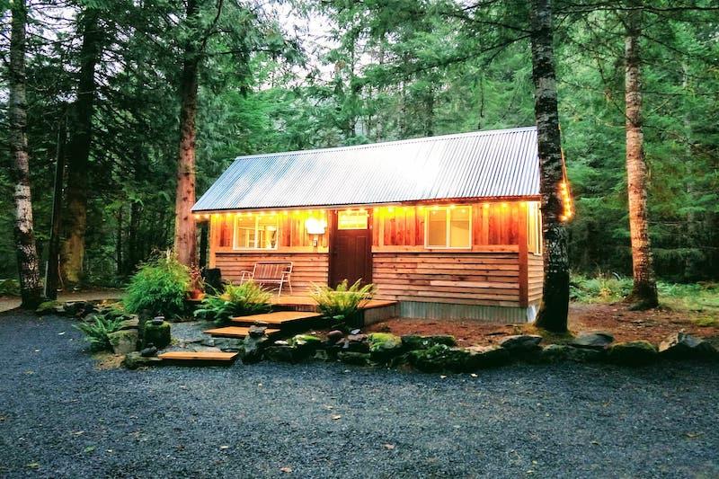 Super Cute Cabin near Mt. Rainier (1 Mile Away!)