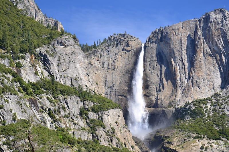 Best waterfalls in California - Yosemite Falls in Yosemite Valley, National Park