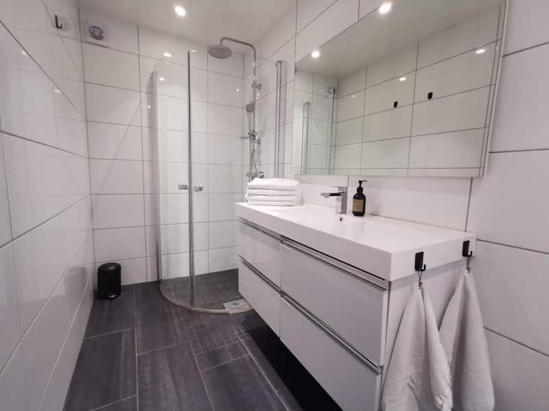 bathroom airbnb