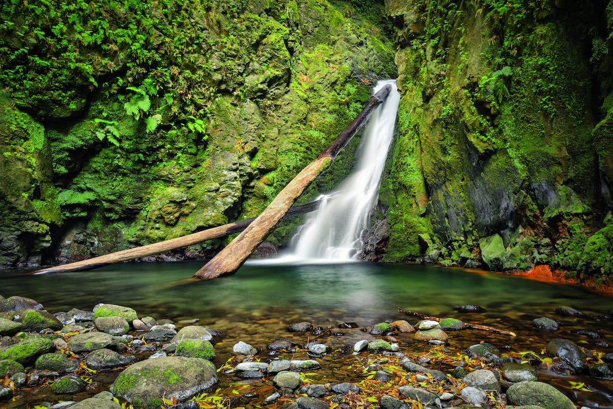 Salto do Cagarrao Waterfall located on Prego river